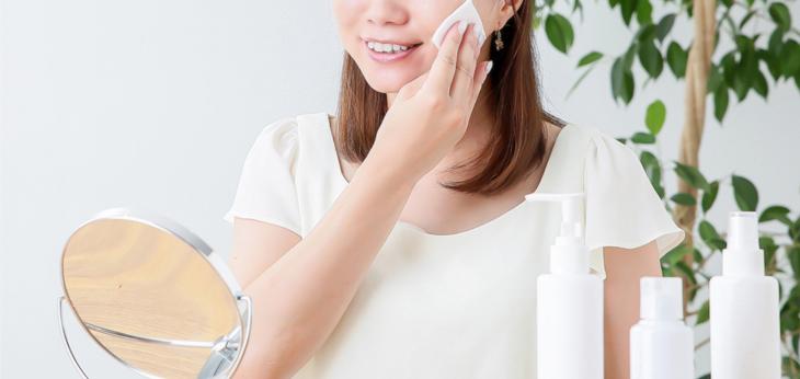 その肌トラブル、実は化粧水の付け方が原因かも...?!